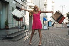 Ragazza di acquisto felice Fotografia Stock