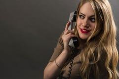 Ragazza di affari che parla sul telefono Fotografia Stock