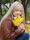 Ragazza di autunno Fotografie Stock Libere da Diritti