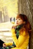 Ragazza di autunno fotografia stock libera da diritti
