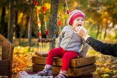 ragazza di autunno poca sosta Fotografia Stock Libera da Diritti