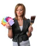 Ragazza di Beautigil con Brsuh ed i campioni di colore Fotografia Stock Libera da Diritti