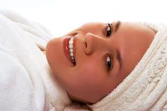 Ragazza di bellezza in asciugamano dopo la doccia Fotografie Stock Libere da Diritti