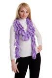 Ragazza di bellezza in sciarpa viola. immagini stock