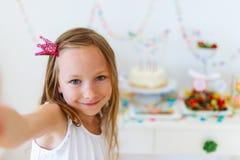 Ragazza di compleanno al partito Fotografia Stock