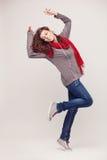 Ragazza di dancing con le cuffie su fondo leggero Immagini Stock