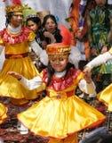 Ragazza di dancing nel vestito nazionale dell'Uzbeco Fotografia Stock Libera da Diritti