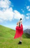 Ragazza di Dancing nelle montagne Fotografia Stock Libera da Diritti