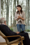 Ragazza di disperazione che parla con lo psichiatra Immagine Stock Libera da Diritti