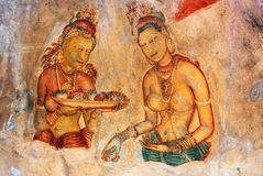 Ragazza di due Sigiriya con la frutta: uno del quinto Ce Fotografie Stock Libere da Diritti