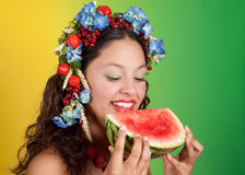 Ragazza di estate con l'anguria Fotografie Stock Libere da Diritti