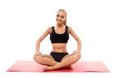 Ragazza di forma fisica che fa aerobica Immagini Stock