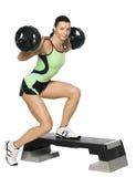 Ragazza di forma fisica con un peso Fotografie Stock Libere da Diritti