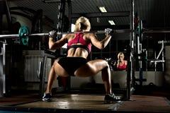 Ragazza di forma fisica in ginnastica fotografie stock
