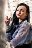 Ragazza di fumo Fotografia Stock