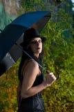Ragazza di Goth con un ombrello Fotografie Stock