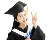 Ragazza di graduazione in abito accademico nella celebrazione Immagine Stock Libera da Diritti