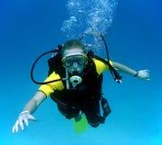 Ragazza di immersione subacquea Fotografia Stock