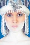 Ragazza di inverno sopra l'azzurro Fotografia Stock