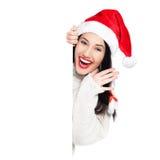 Ragazza di Natale con l'insegna in bianco fotografie stock libere da diritti