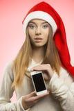 Ragazza di Natale con lo smartphone Fotografia Stock