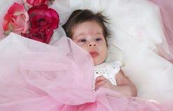 Ragazza di neonato dolce ed innocente fotografie stock libere da diritti