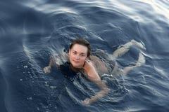 Ragazza di nuoto Immagini Stock Libere da Diritti