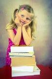 Ragazza di pensiero con i libri Fotografia Stock
