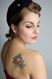 Ragazza di Pinup con il tatuaggio Immagini Stock