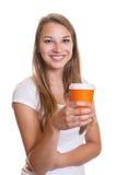 Ragazza di risata con una tazza di caffè Fotografie Stock
