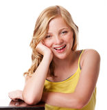 Ragazza di risata felice con pelle facciale pulita fotografie stock libere da diritti