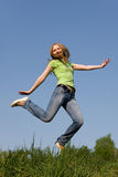 Ragazza di salto Fotografie Stock