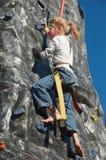 Ragazza di scalata di roccia con la pittura del fronte   Fotografia Stock Libera da Diritti