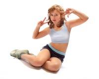 Ragazza di seduta nella posa di forma fisica Fotografia Stock