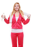 Ragazza di sport della donna di forma fisica con l'asciugamano e la bottiglia di acqua isolati Fotografie Stock
