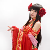 Ragazza di stile cinese dell'Asia nel ballerino tradizionale rosso del vestito Fotografia Stock