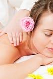Ragazza di Wellness che ha massaggio in stazione termale Fotografia Stock Libera da Diritti