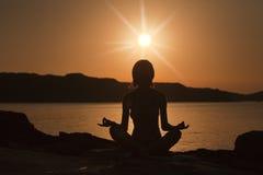 Ragazza di yoga Fotografie Stock Libere da Diritti