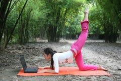 Ragazza di yoga Fotografia Stock