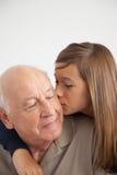 Ragazza divertendosi con suo nonno fotografia stock
