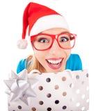 Ragazza divertente della Santa che dà un presente Immagine Stock