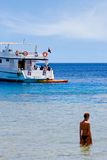 Ragazza e barca Fotografia Stock Libera da Diritti