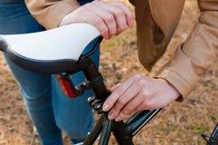Ragazza e bicicletta Fotografie Stock Libere da Diritti