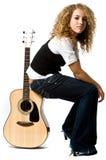 Ragazza e chitarra fredde Fotografia Stock