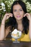 Ragazza e dessert del ritratto Fotografia Stock Libera da Diritti