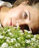 Ragazza e fiori Immagini Stock Libere da Diritti