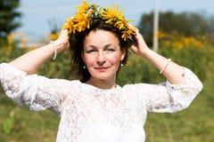 Ragazza e fiori piacevoli Immagine Stock Libera da Diritti