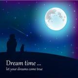 Ragazza e gatto che si siedono sulla terra, esaminante luna sotto le stelle in cielo notturno con il posto del testo Fotografia Stock