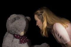 Ragazza e orsacchiotto Fotografia Stock