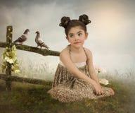 Ragazza e piccioni Fotografia Stock